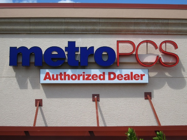 Metro PCS, Estero, FL by Lee Designs